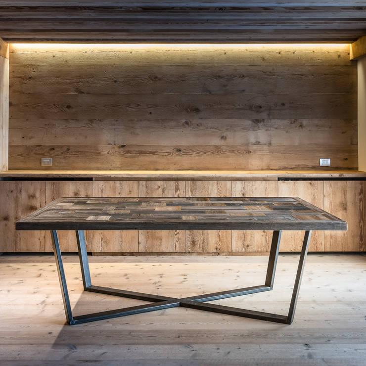 Tavolo Tofane: Arte in stile  di Wood Art Cortina