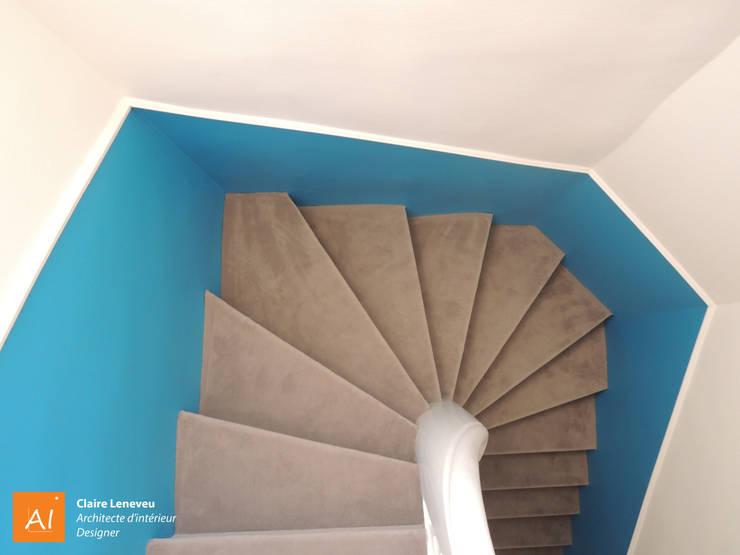 Accès à l'étage des enfants: Couloir et hall d'entrée de style  par Claire Leneveu