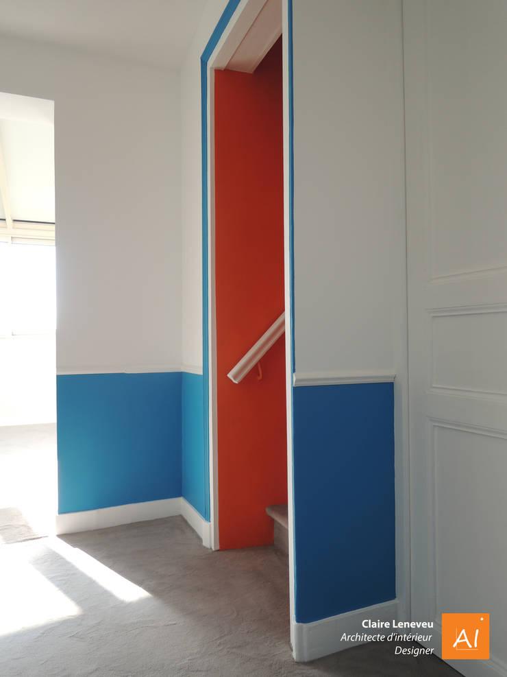 Accès au 2e étage des petits-enfants: Couloir et hall d'entrée de style  par Claire Leneveu