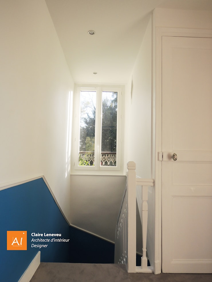 Palier de l'étage des enfants: Couloir et hall d'entrée de style  par Claire Leneveu