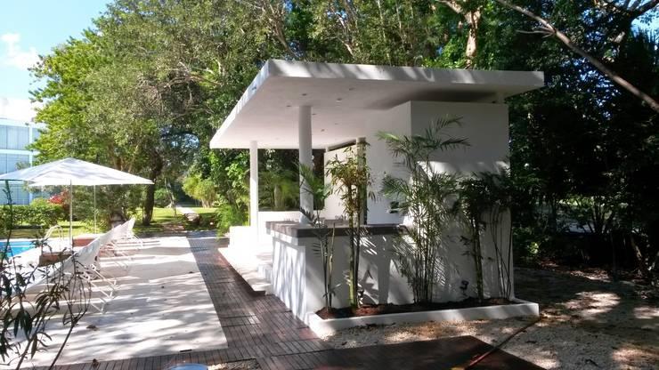 area comun condominio Azul en Playacar: Jardines de estilo moderno por sandro bortot arquitecto
