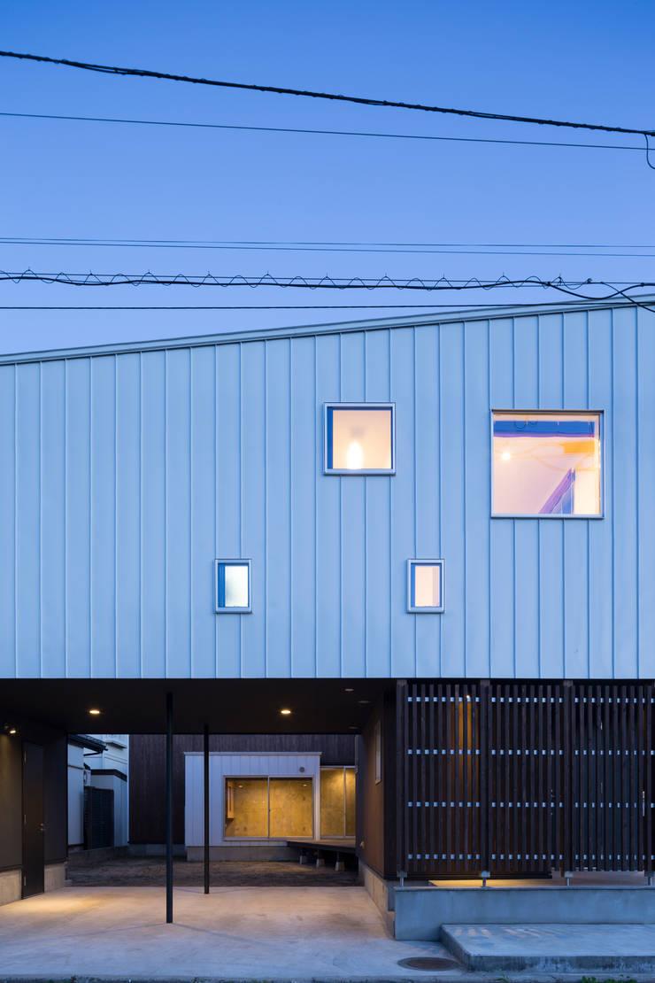 ファサード: 花田設計事務所が手掛けた窓&ドアです。