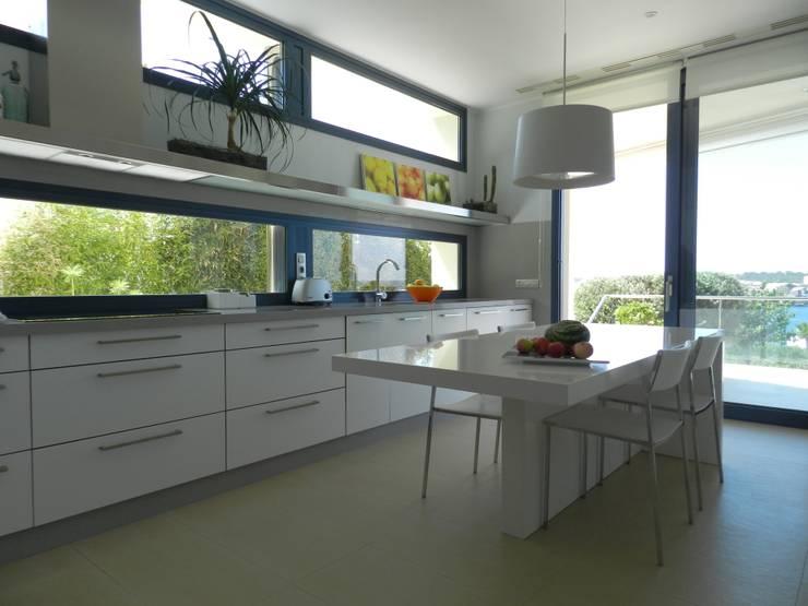 Cocina: Cocinas de estilo  de FG ARQUITECTES
