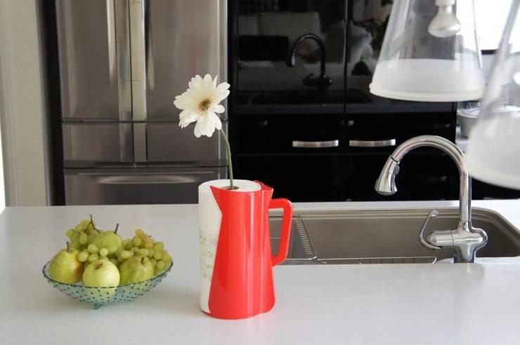 VERTU DE CARAFE:  Kitchen by Rin crossing