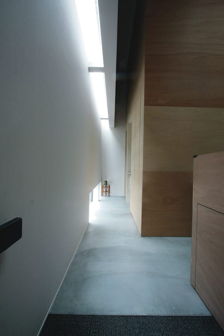 Couloir et hall d'entrée de style  par Kondohideo Architects co,;ltd., Éclectique