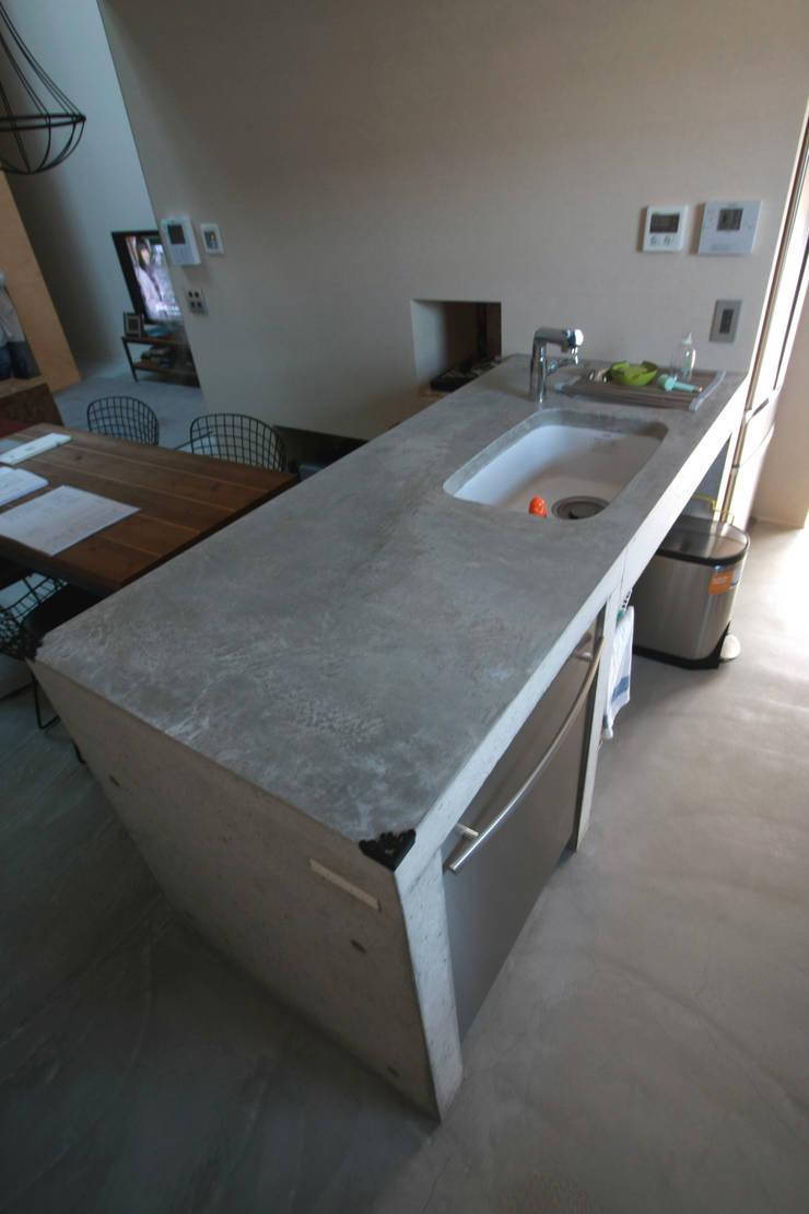 キッチン: Kondohideo Architects co,;ltd.が手掛けた廊下 & 玄関です。