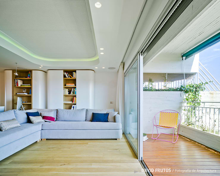 Penthouse: Salones de estilo  de Manuel Ocaña Architecture and Thought Production Office