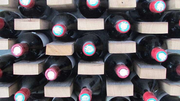 Wine Wall: Cave à vin de style de style eclectique par Jerôme Bouteille