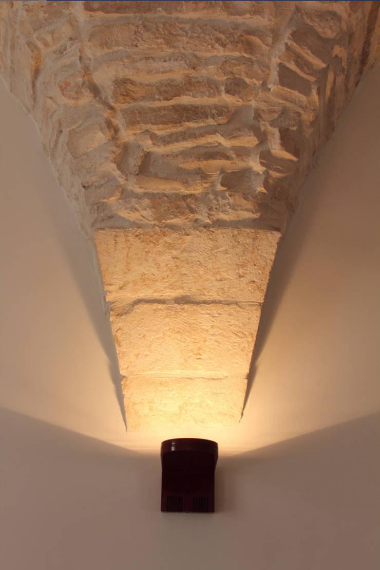 Dimora tipica – Locorotondo (BA):  in stile  di Roberto Zecca Designer