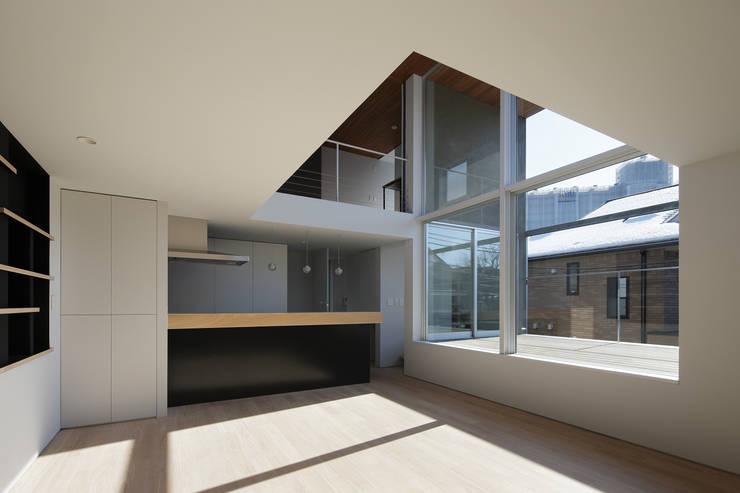 ∩∪ (and or): 岩崎整人建築設計事務所 (Iwasaki Architect and associates)が手掛けたキッチンです。