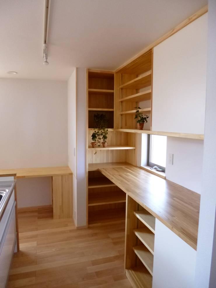 市川市K邸: K+Yアトリエ一級建築士事務所が手掛けたキッチンです。,