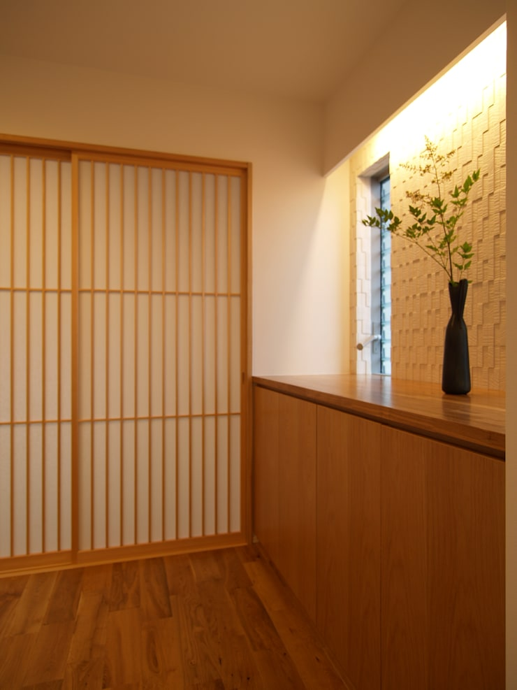 玄関ホール: ai建築アトリエが手掛けた廊下 & 玄関です。,オリジナル