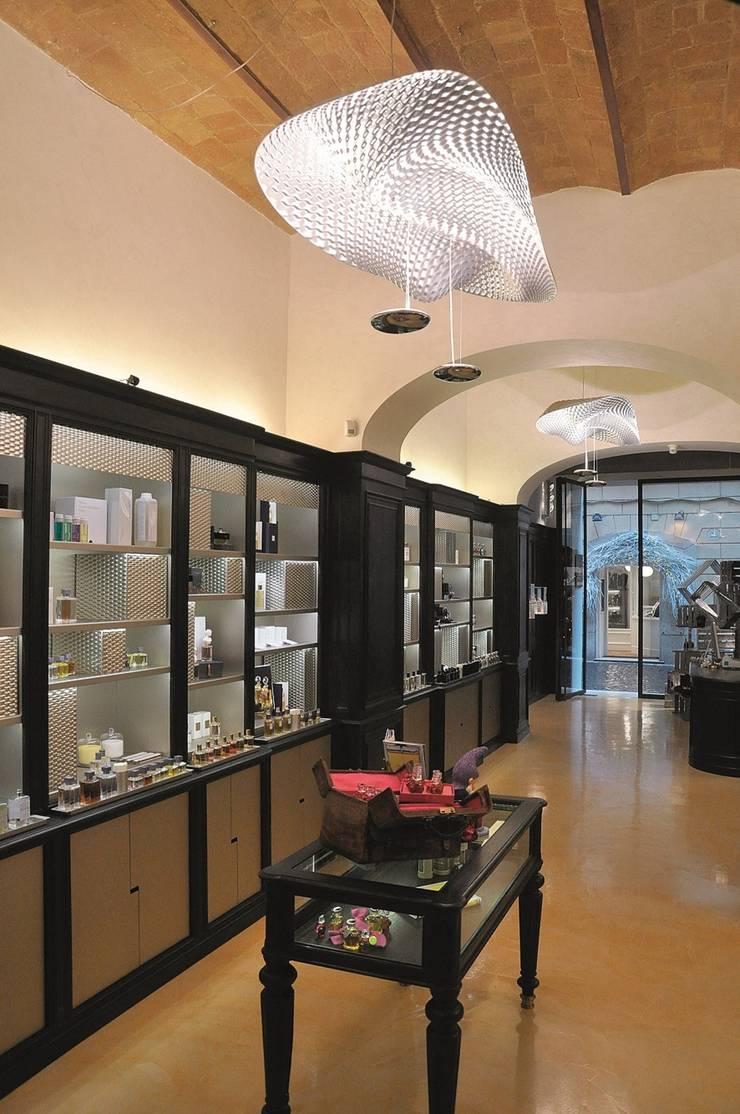 Highlight Aydınlatma – ARTEMIDE:  tarz Ofis Alanları & Mağazalar