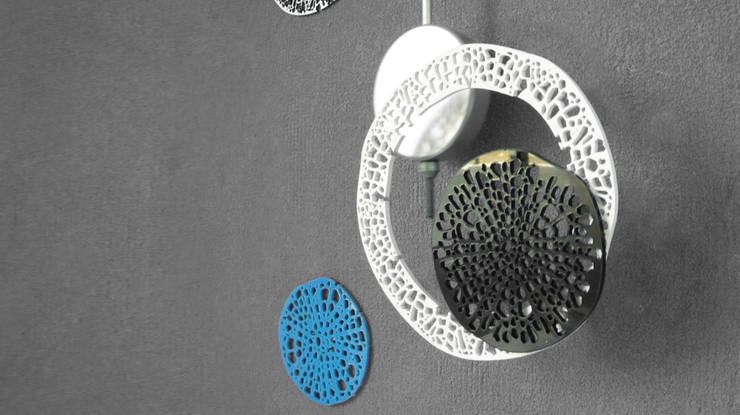 Pendule - Astres: Maison de style  par Jerome Elie