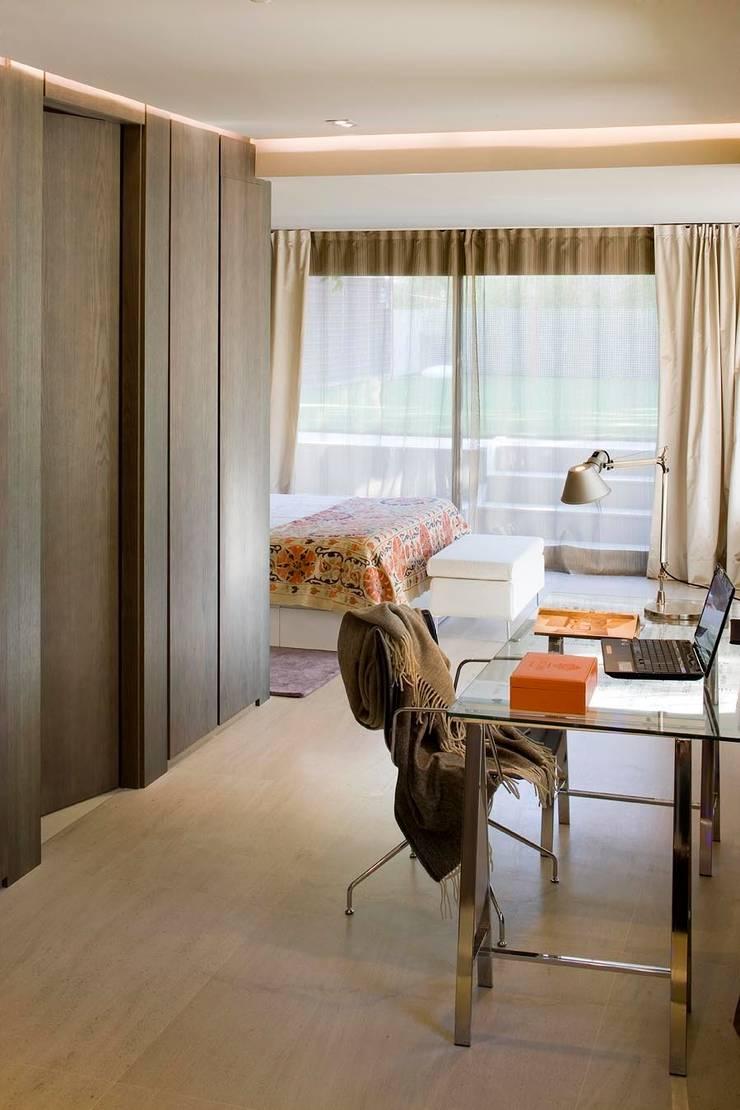 Dormitorio principal: Dormitorios de estilo  de ESTER SANCHEZ LASTRA