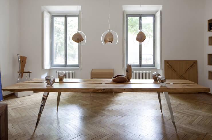 Teca: Sala da pranzo in stile  di SLOW WOOD - The Wood Expert