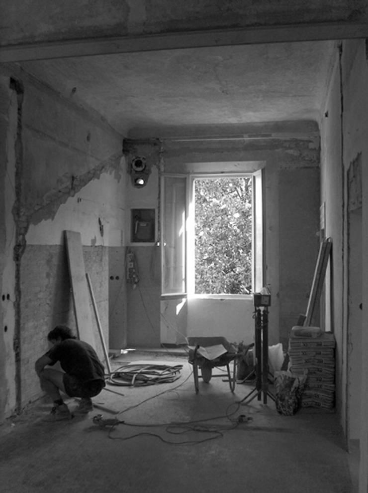 Restauro di un appartamento di inizio '900:  in stile  di Zoli Gian Luca, Eclettico