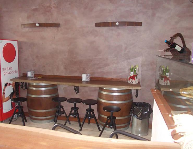 Mensola: Negozi & Locali commerciali in stile  di Studio tecnico associato 'Il Progetto',