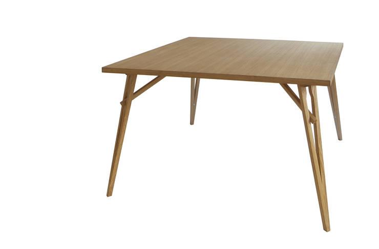 Hafif: Sala da pranzo in stile  di SLOW WOOD - The Wood Expert