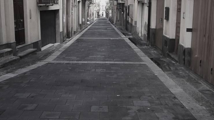 CENTRO CITTADINO: Pareti & Pavimenti in stile  di Fratelli Lizzio SRL,