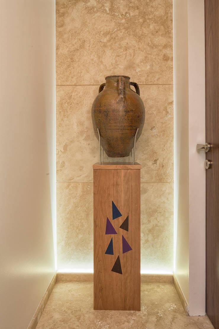 AK Design Studio – Stone Age- Baltalimanı Mansion:  tarz Koridor ve Hol