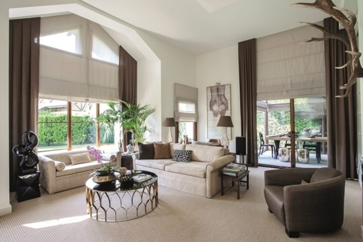 AK Design Studio – Riva : tropikal tarz tarz Oturma Odası