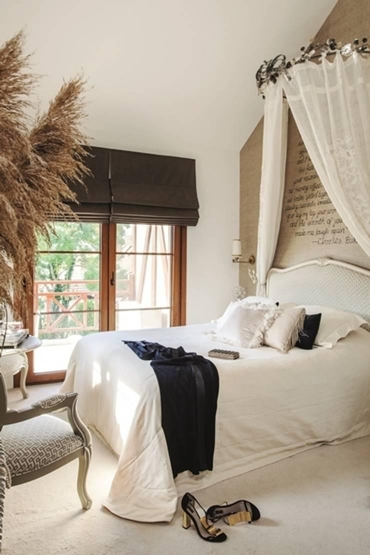 AK Design Studio – Bedroom- Provance: eklektik tarz tarz Yatak Odası