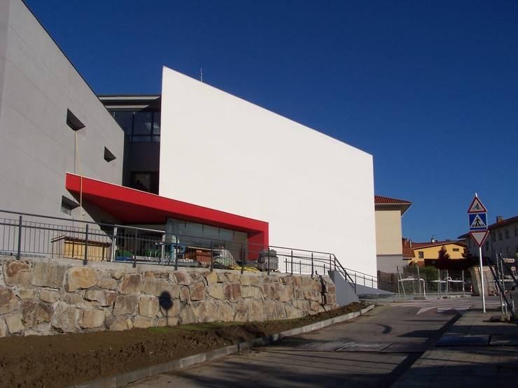 Edificio Residencia en Landetxo:  de estilo  de ARQUILUR3 S.L.P.