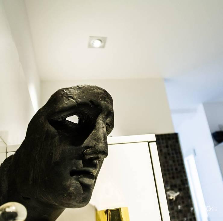Maison contemporaine: Salle de bains de style  par Architecte Egrefeuille Carole