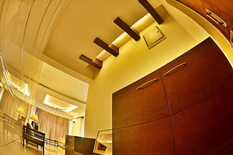 Foyer Area :  Living room by Creative Axis Interiors Pvt. Ltd.