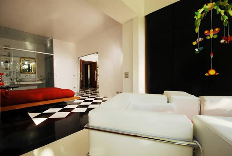 Villa EUR  Roma 2010/1012 : Camera da letto in stile  di EMC | Architects Workshop,