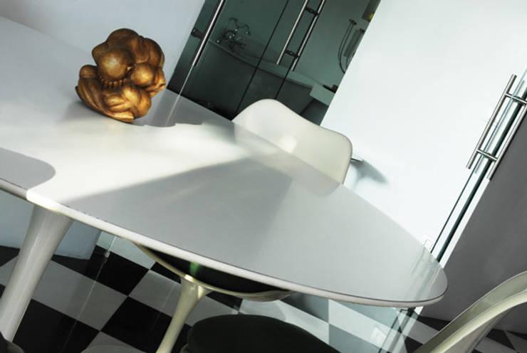 Villa EUR  Roma 2010/1012 : Sala da pranzo in stile  di EMC | Architects Workshop,