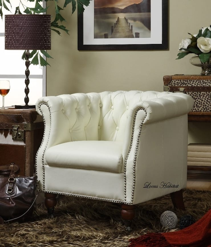 Vintage Style Chesterfield Armchair:  Living room by Locus Habitat,