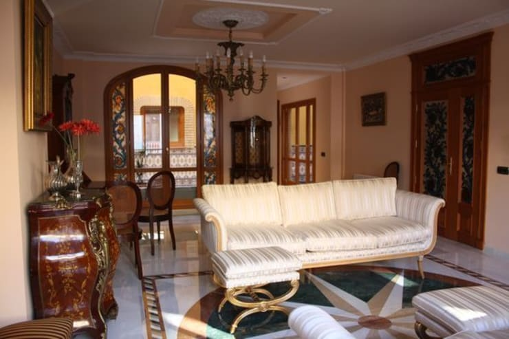 Carpintería decorativa integral: Salones de estilo  de MUDEYBA S.L.