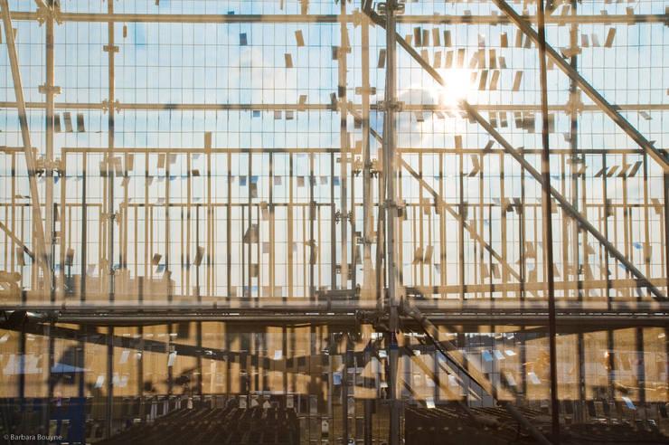 Transparences: Centre d'expositions de style  par Emilie Marx