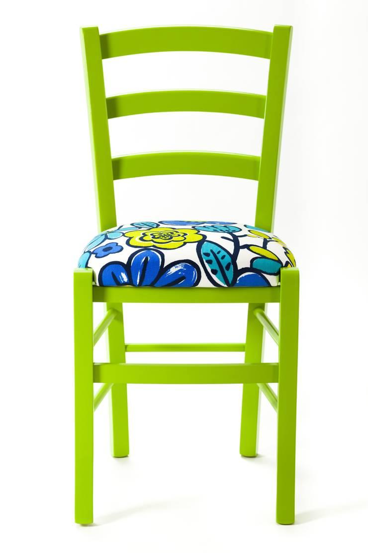 Molly Chair: Negozi & Locali Commerciali in stile  di Plinca Home