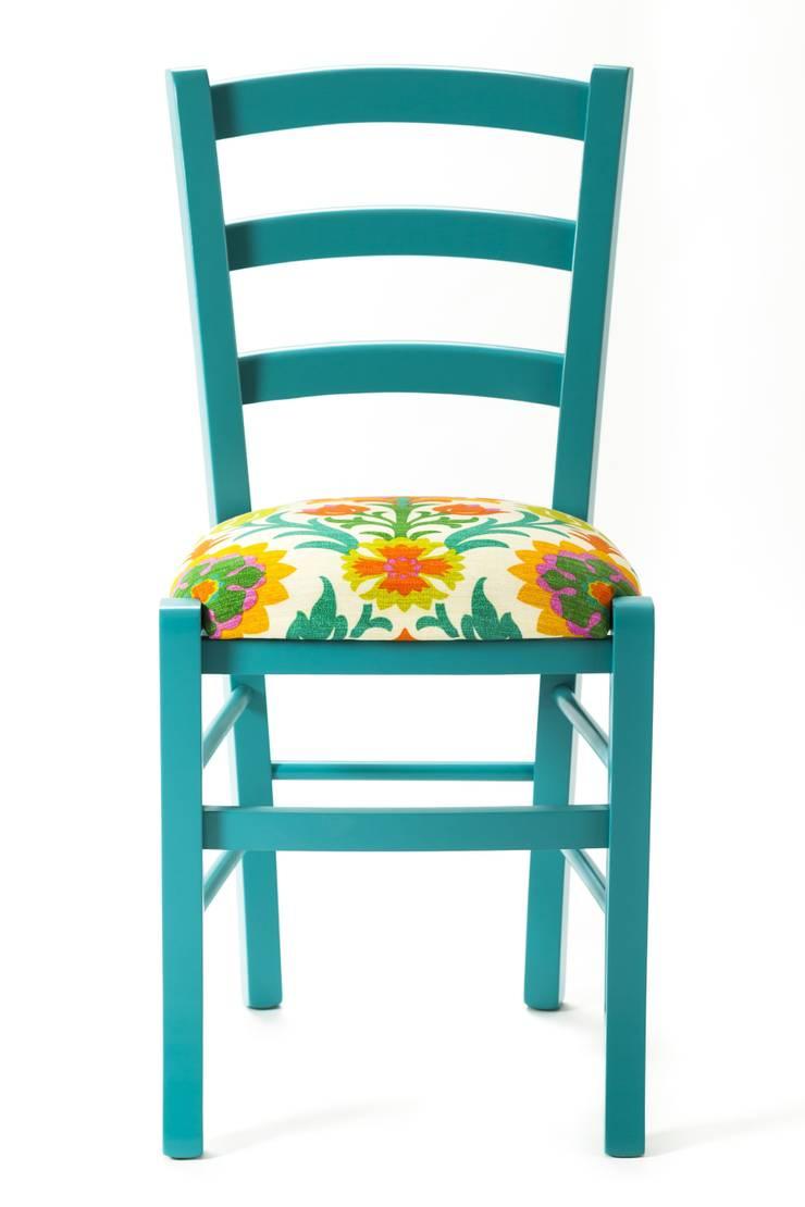 Arabesque Chair: Casa in stile  di Plinca Home
