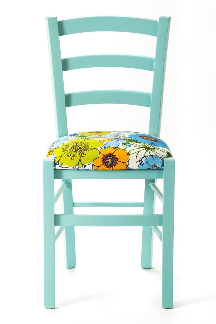 Calypso Chair: Casa in stile  di Plinca Home