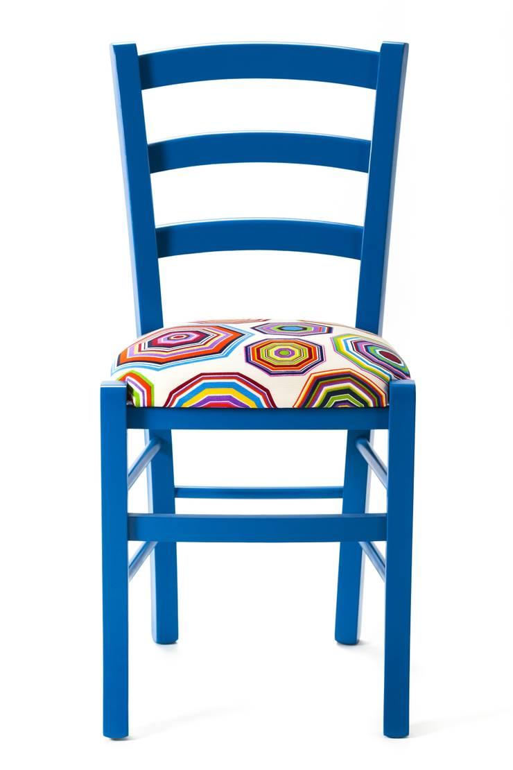Umbrella Chair: Casa in stile  di Plinca Home