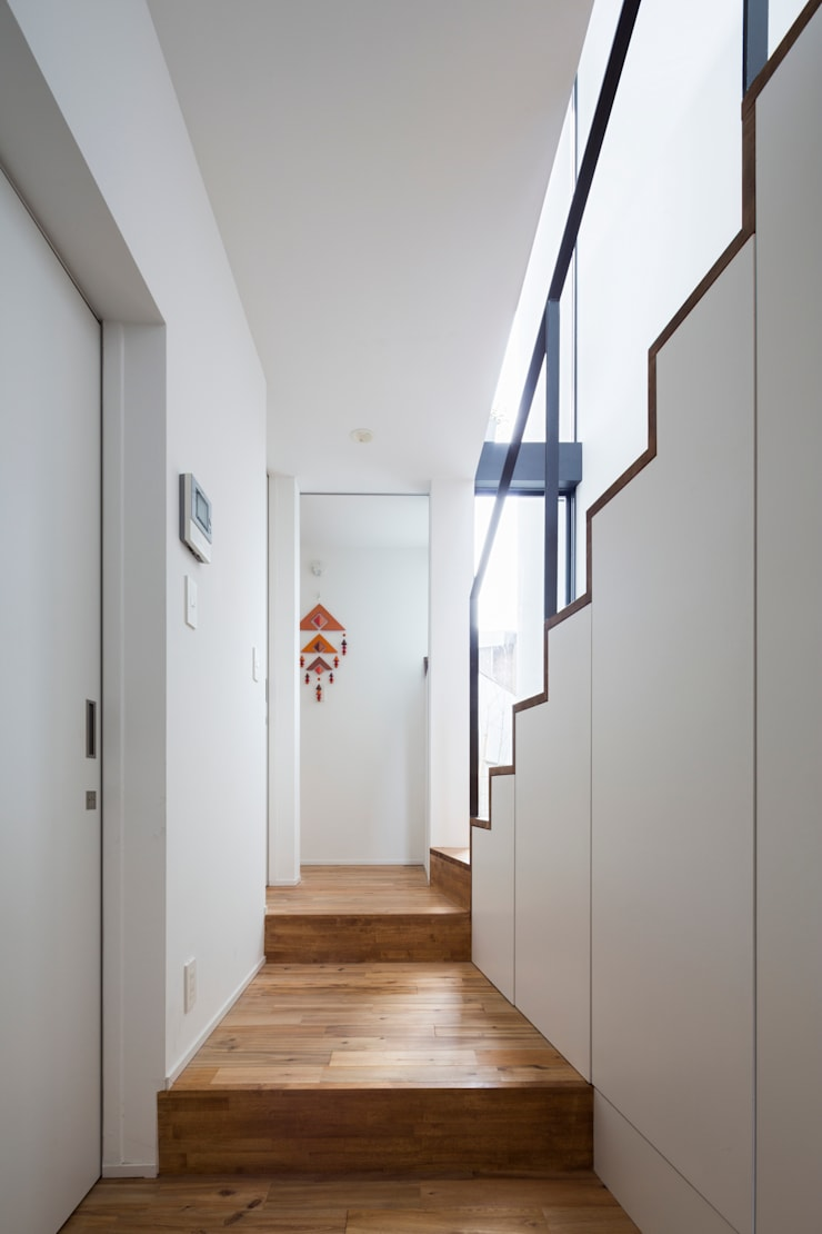 仙川の家: Studio R1 Architects Officeが手掛けた廊下 & 玄関です。