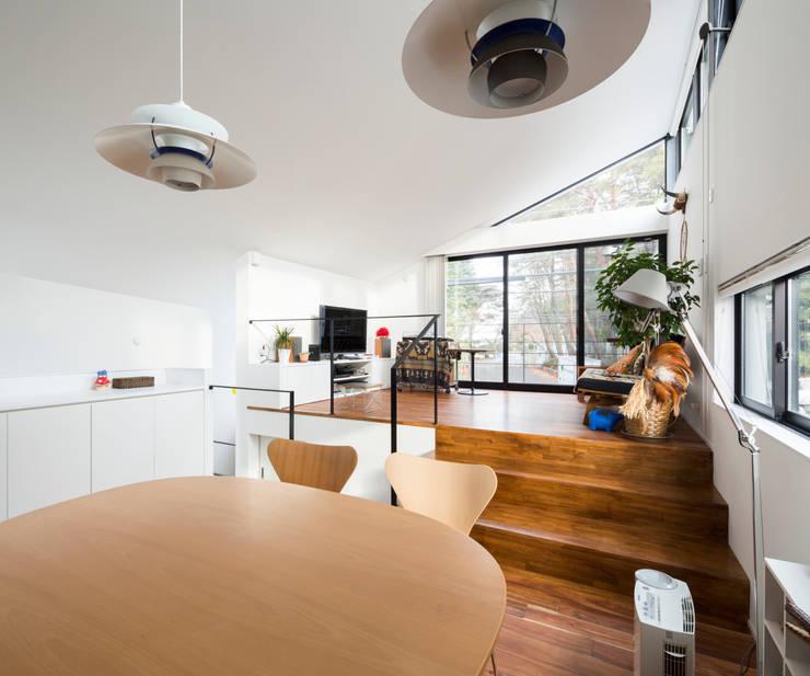 仙川の家: Studio R1 Architects Officeが手掛けたダイニングです。