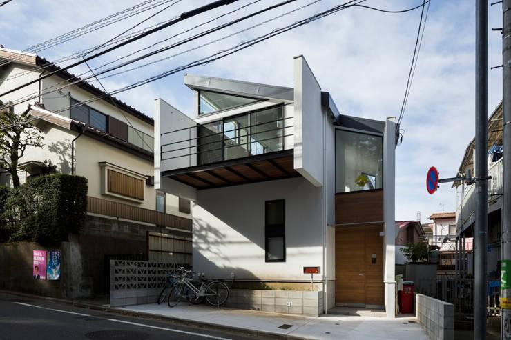 仙川の家 モダンな 家 の Studio R1 Architects Office モダン