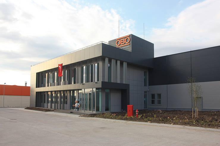 Akyurek Elmas Mimarlık – OBO BETTERMAN OFİS VE FABRİKA BİNASI:  tarz Ofis Alanları,