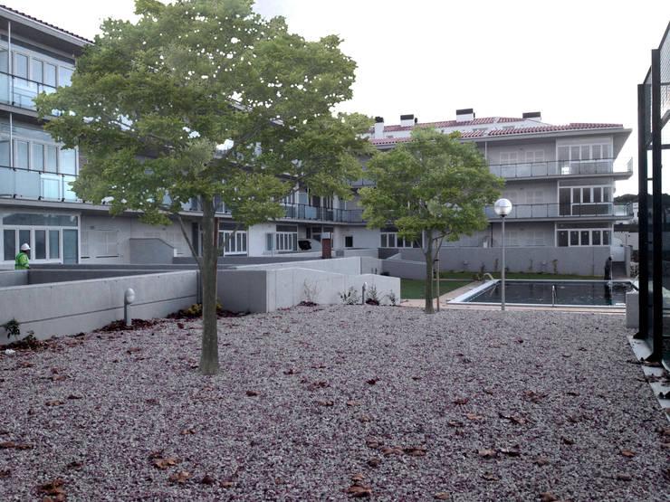 Patio trasero: Casas de estilo  de FG ARQUITECTES