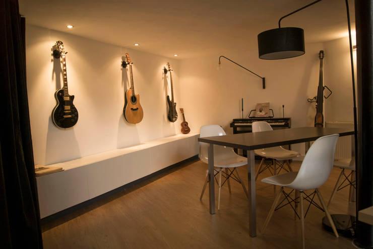 Salas de jantar modernas por L&D Intérieur