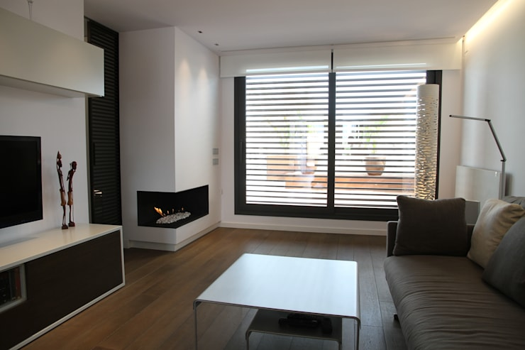 Sala de estar: Salones de estilo moderno de FG ARQUITECTES