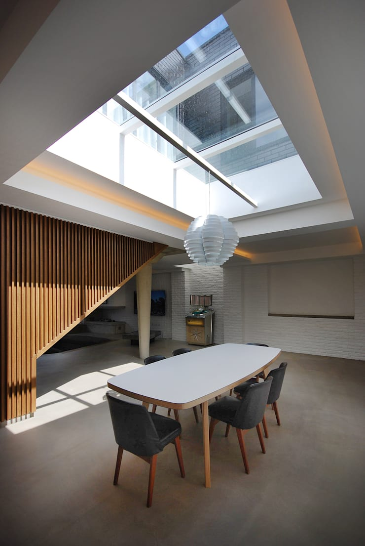 The Gables:  Dining room by Patalab Architecture