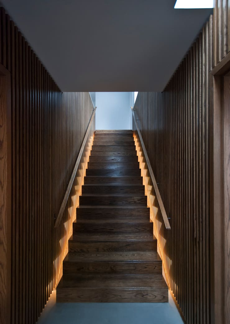 The Gables:  Corridor & hallway by Patalab Architecture
