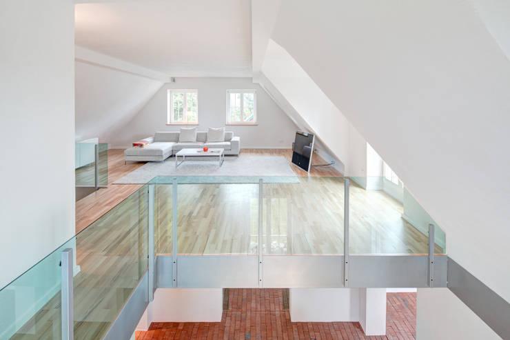 Rekonstruktion Kapitänshaus Born/Ostsee:  Wohnzimmer von Dr. Michael Flagmeyer Architekten