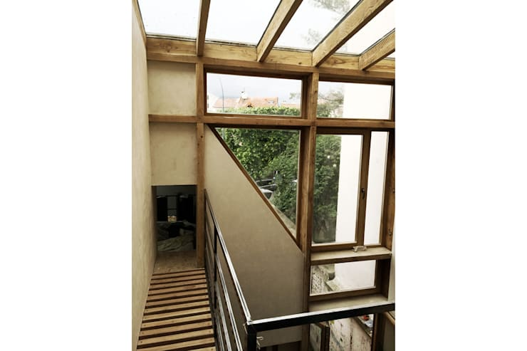 Maison S: Couloir et hall d'entrée de style  par atelier eem